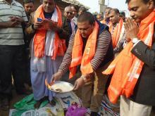 नगर प्रमुख श्री नितेन्द्र प्रसाद साह तेली ज्यु आरती गर्दै।
